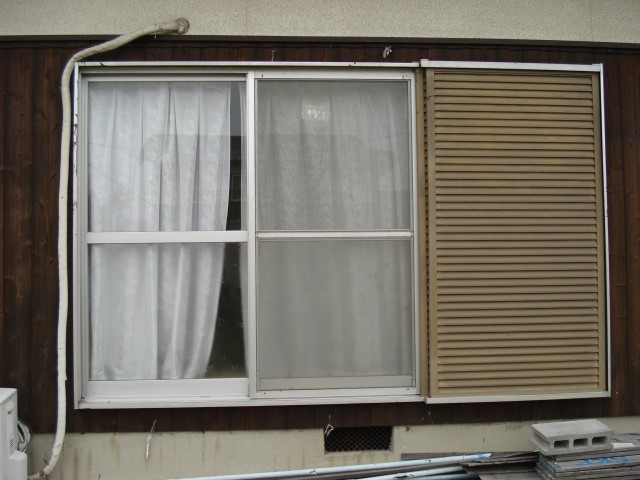 【西脇市リフォーム】雨戸付窓サッシ取替施工前