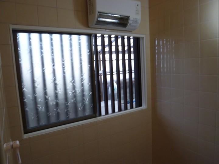 【西脇市リフォーム】浴室に内窓取付施工前